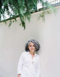 Roxana Azimi, journalist, critic, art, Portrait, image, Bild, arts journalist, kai juenemann, Paris, french